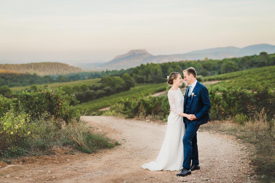 Mariés au coucher de soleil en Provence