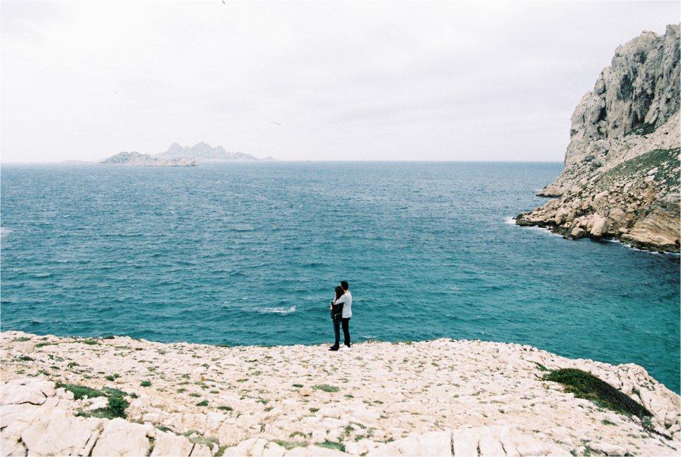 Séance d'engagement au calanques de Marseille sur film Portra 400 - Lucia Gohaud Photographe mariage Var Côte d'Azur-002