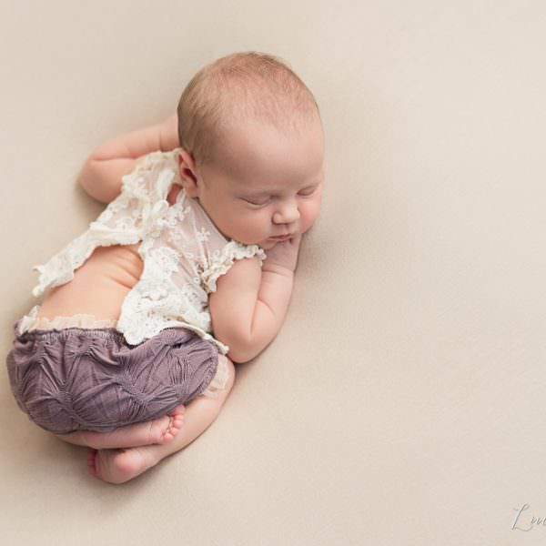 Séance de naissance dans les tons naturels - Aelys