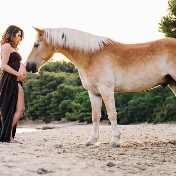 Séance photo ventre rond avec un cheval  - Wendy&Kahel