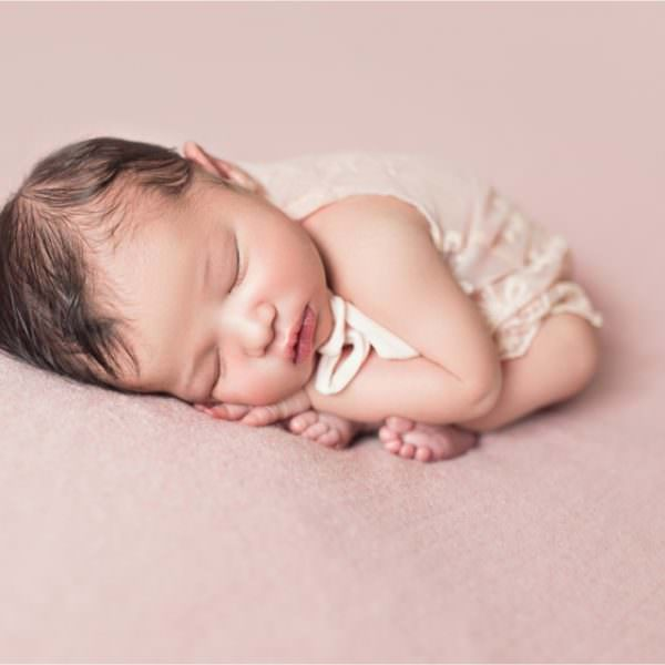Séance photo de naissance bébé métisse - Lou-Ann