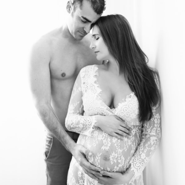 Séance de maternité et naissance au studio