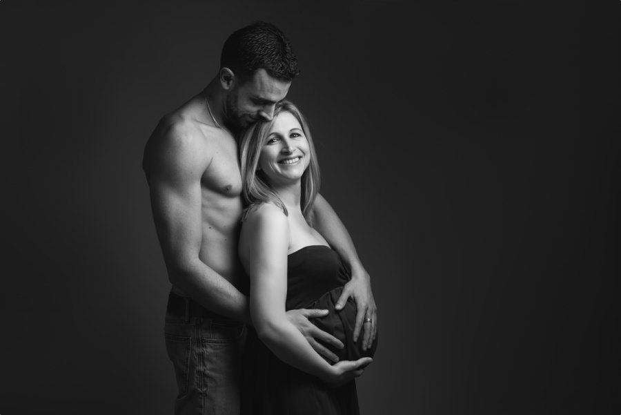 séance de grossesse au studio à Toulon